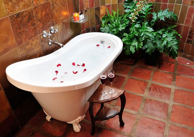 A gorgeously romantic outdoor bath at Sondela Country House.
