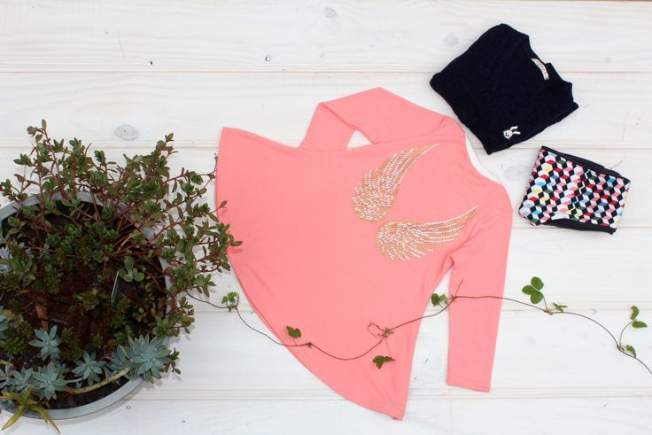 Spangle wing flare Long top  can be coordi with leggings and cardigan.