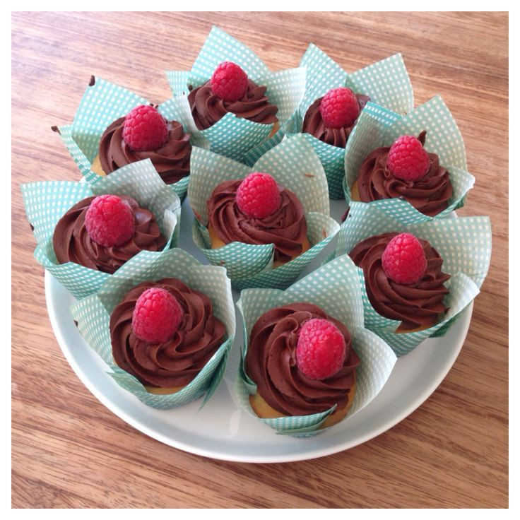 Vegan cupcakes | homemade vanilla cupcakes with chocolate frosting, raspberry topped