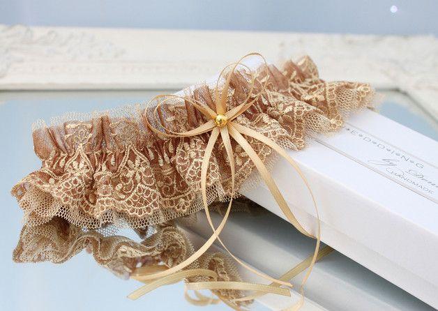 hochzeit strumpfband strumpfbänder braut hochzeitsstrumpfband tüll spitze romantisch zubehör gold vintage auf maß großes für braut luxus dawanda