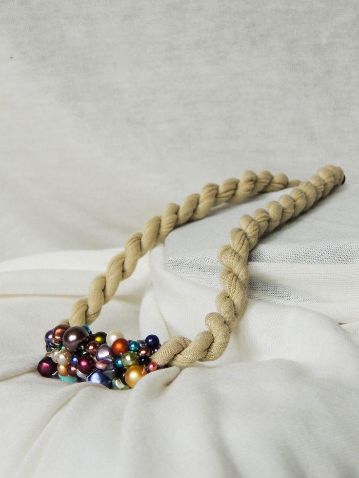 Náhrdelník  úplet white&colourful.  Cena: 350,- Kč (13 euro)