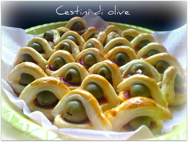 Vivi in cucina: Cestini di olive1 uovo 1 pasta sfoglia fresca rettangolare salsa ristretta di pomodoro pronta (tubetto) olive snocciolate
