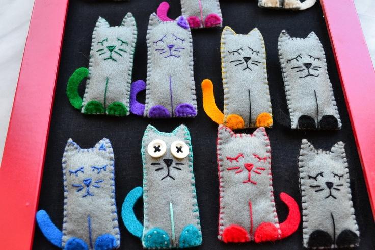 Cat brooch felt - small cat - funny brooch - grey cat - felt brooch - gift for her - children funny toy- black - blue - orange - green.