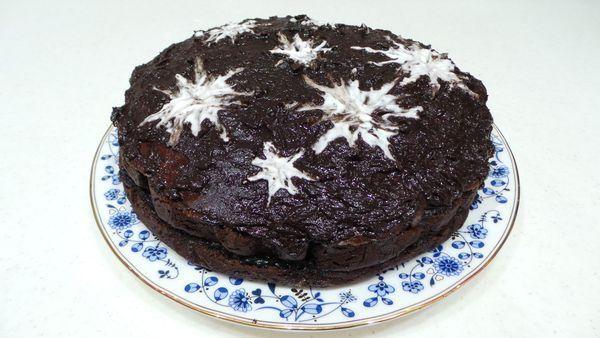 Трюфельный сметанник http://feedproxy.google.com/~r/tvoi-tort/~3/sH2EWVAL2AA/tryufelnyiy-smetannik.html  Единственный минус трюфельного торта то, что он очень быстро съедается. Шоколадный, бархатный со сметанными нотками торт то, что надо для праздничного стола или просто порадовать себя любимую. Для приготовления чудесного торта понадобятся: Сто грамм какао порошка; Одно яйцо; 375 грамм муки; 250 грамм сахарного песка; Полтора стакана сметаны; 0,5 маленькой ложечки соды (гашеной уксусом)…