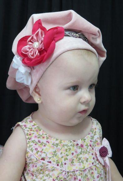 Linda boina rosa bebê em plusch com aplicação de flor na lateral. Para seu bebê ficar uma princesa.    ATENÇÃO: Colocar em observação o TAMANHO.   TAMANHOS   R/N = PP 0 A 3 MESES = 36 A 40 CM  BABY 1 = P 3 A 12 MESES = 40 A 46 CM  BABY 2= M 1 A 3 ANOS = 46 A 50 CM  KIDS = G 4 A 10 ANOS = 50 A 54 ...