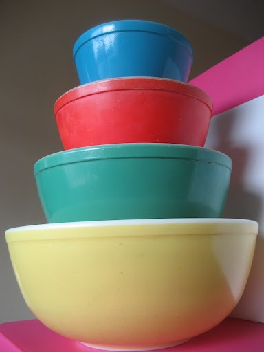 Pyrex.. my favorite bowls of all time. I wish I could stock my entire kitchen with vintage pyrex.