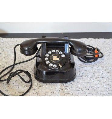 REAL VINTAGE  Ancien téléphone en bakélite noir de la marque Atea (Anvers - Belgique)  Fourni avec cable d'origine  Dimensions: 15.5cm x 14cm x 13.5 cm  SHOP ONLINE /// www.vintagemarket.be
