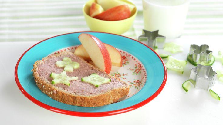 Skive med leverpostei, agurk og eplebåter - MatStart