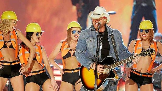 America's 'big bad showdog' Toby Keith to headline Hunter Valley country music  festival.