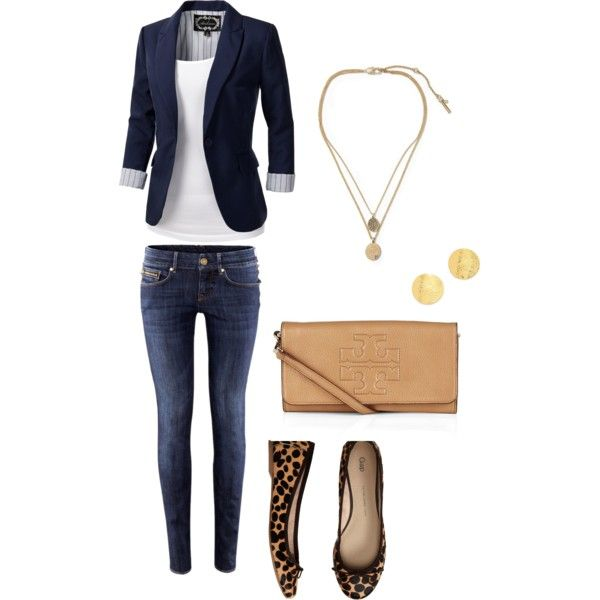 Cute fall travel outfit. Great for the plane.