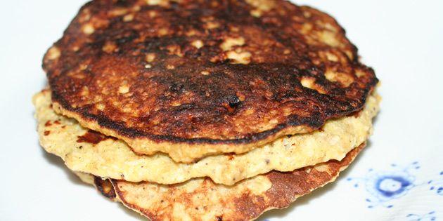 Lette proteinpandekager med banan og kokos, der giver en dejlig smag og sammen med æg og havregryn sørger for et højt proteinindhold.