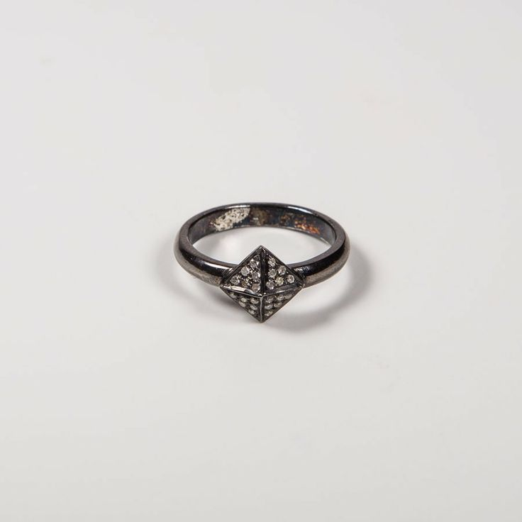 DIAMANT NITTE RING via NO79. Click on the image to see more!