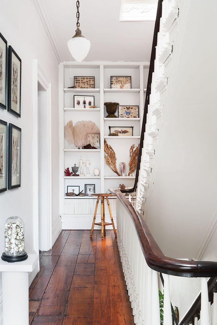 17 mejores ideas sobre decoraci n del rellano de la - Estanteria escalera casa ...