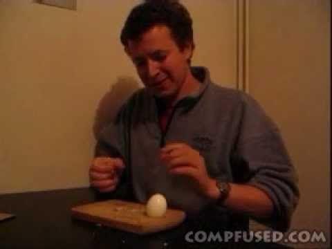 Pelar un huevo duro