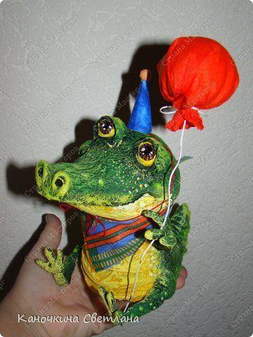 Игрушка Поделка изделие День рождения Папье-маше Крокодильский день Рожденья Бумага газетная Клей Краска Проволока фото 1