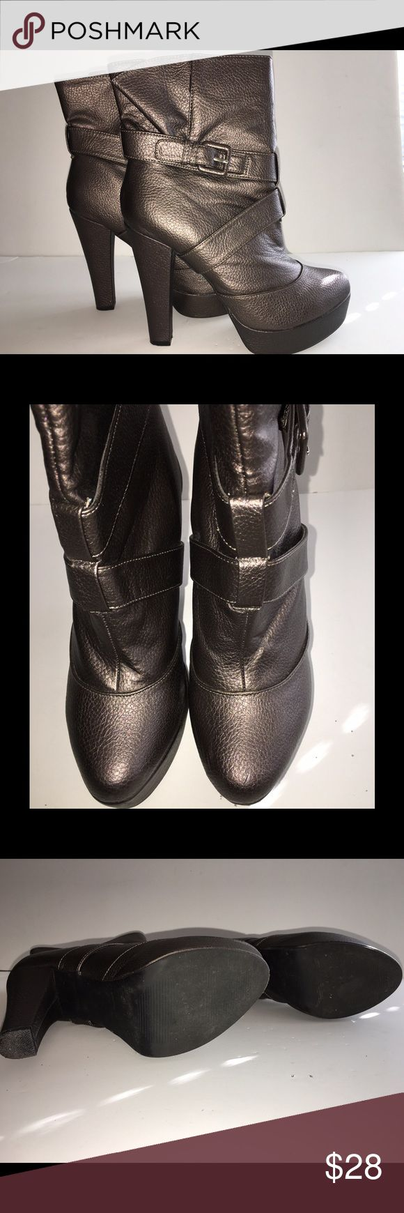 "SOFIA VERGARA Platform Ankle Boot Size 8 SOFIA VERGARA Size 8 Women's Tailgate Short Platform Boot In Pewter/Bronze (depending on lighting).        Heel Height-5"" Platform Height-1.5. ONLY WORN A FEW TIMES. PERFECT Condition. Sofia Vergara Shoes Ankle Boots & Booties"