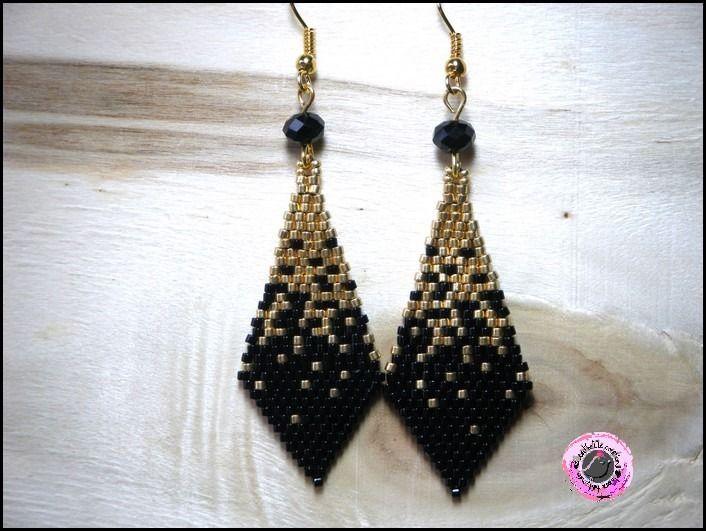 boucles d'oreilles tissées  en perles miyuki pendantes noir doré