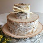 CERNEで取り扱っている年輪の板です指輪を置いてケーキ風にしてみました