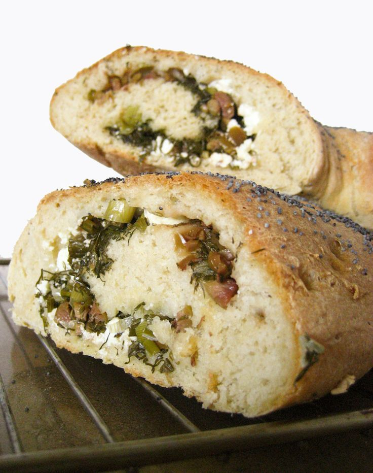 stuffed bread with feta cheese, onion, dill and olives/ Γεμιστό ψωμί με φέτα, άνηθο, κρεμμυδάκι και ελιές – Food Junkie not junk food