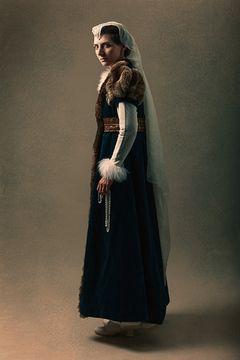 Costume-%20medieval-femme-fantastique-vertugadins-location-paris-alayde-01