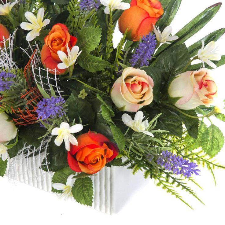 Jardinera Todos los Santos. Jardinera cerámica cementerio flores artificiales. Rosas naranja y bicolor con flores lavanda y hojas de relleno. Alto 30 cms.