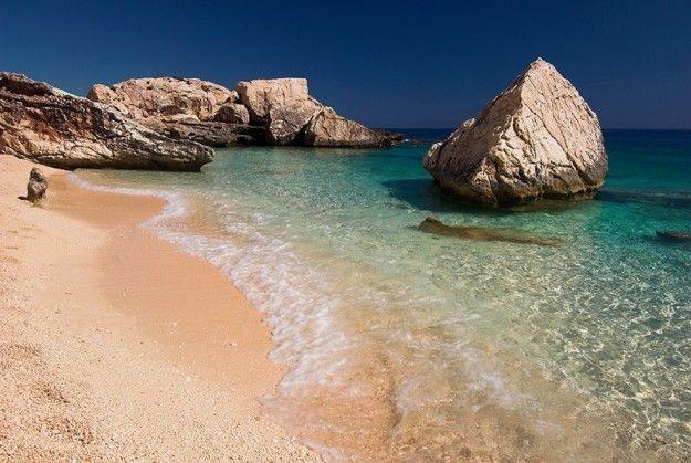 Cala Mariolu in Sardegna: una spiaggia da sogno - Colori incredibili a Cala Mariolu