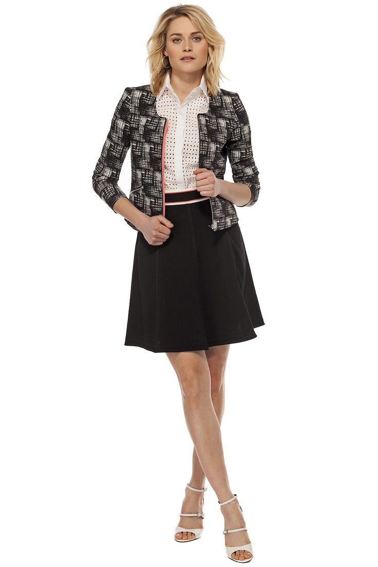 Veston court de jacquard & ponte / Crop jacquard & ponte jacket https://www.tristanstyle.com/en/femmes/looks/4/fv010c1066bno50/