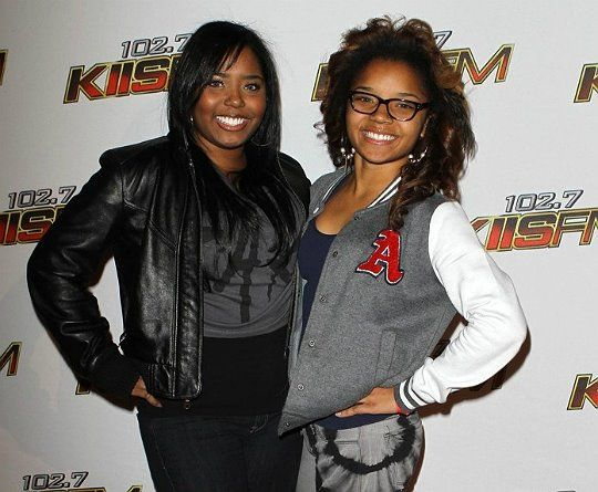 Shar Jackson and her oldest daughter Cassie, 17. I see contacts run in the family.