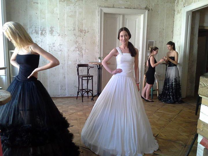 Minden érdeklődőt szeretettel várunk, aki szeretné megcsodálni testközelből a Héjja Szalon, BE Attractive, Salon D'Ange legszebb menyasszonyi ruháit... ....és egy igazi különlegesség a Waiting For You jóvoltából: stílusos menyasszonyi ruhák kismamáknak! További résztvevők listája hamarosan! A modelleket a EuropeFace biztosítja a bemutatónkra. A divatbemutatónkat 2x nézhetitek meg június 6-án 11.30-kor és 15.30-kor!