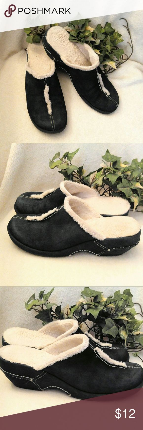 White Mountain Mules White Mountain Mules SZ 6 M- Good Condition- Toe area is a little lighter from wear. White Mountain Shoes Mules & Clogs