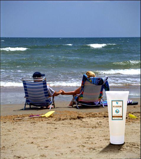 Relaxáló masszázs lotion levendula és Aloe vera kivonattal. Az Aloe vera hidratálja, lággyá teszi bőrét, a levendula relaxáló hatású, a bergamott narancs virágából származó esszenciális olajok és az uborkakivonat kiemelkedő lágyító hatást biztosítanak. Többet tudnál, megvennéd?   http://www.flpshop.hu/customers/recommend/load?id=ZmxwXzEyOTYw http://gaboka.flp.com/products.jsf Segítsünk? gaboka@flp.com