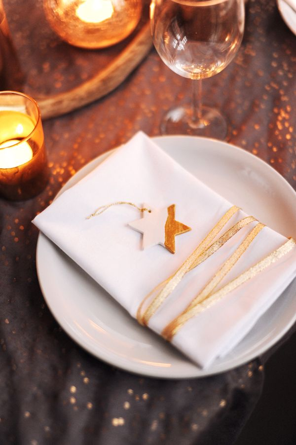 Little gold star on napkin with gold ribbon wrap. Gold holiday table by Hey Look via The Sweetest Occasion