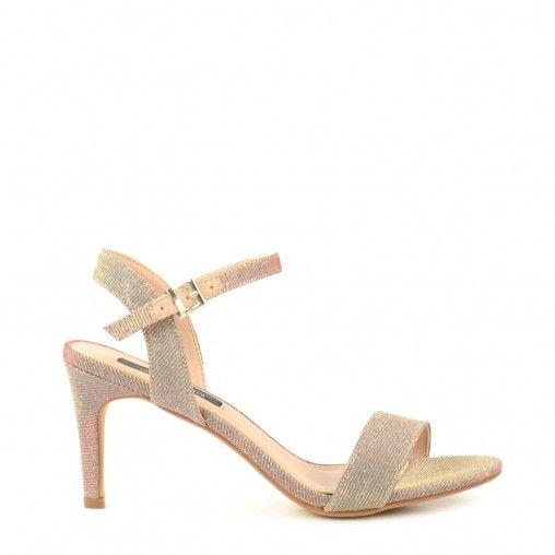 Ga voor een subtiele maar toch classy look met deze elegante rose gouden sandalen met hak uit de Sacha