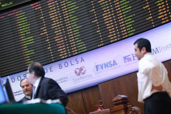 Toma de utilidades lleva a las bolsas de la región a fuertes caídas en últimos días - Diario Financiero