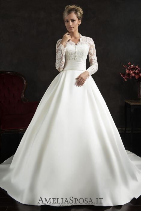 Wedding dress Elissa - AmeliaSposa. A choice worth a queen. Timeless classics with vintage touch of the 1960s. The bouffant skirt from excellent smooth sateen perfectly goes with the laced shirt-like top – strict and playful at the same time – delicately demonstrating a bride's back and arms.