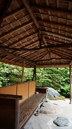 The design of the Katsura Imperial Villa combines principles usually used in early Shinto shrines which use an irimoya kokerabuki roofs