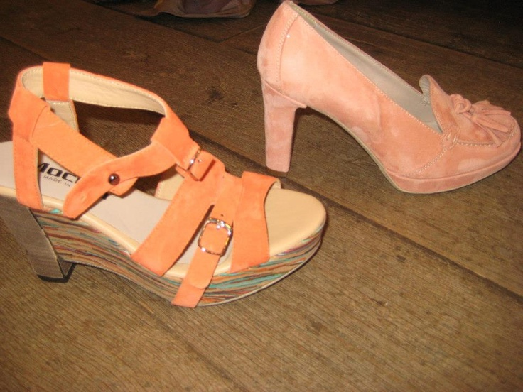 We gaan uit van lekker weer met Koninginnedag, dan kun je op deze Oranje/roze pumps op de vrijmarkt lopen