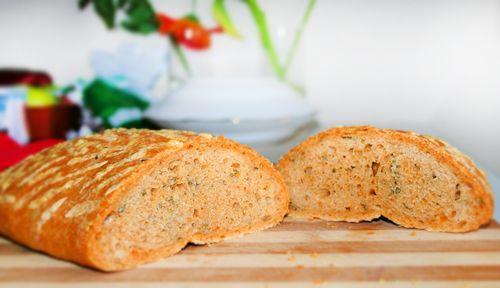 Хлеб с розмарином и паприкой