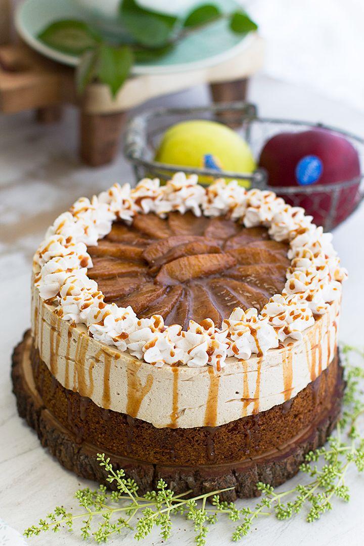 Una opción perfecta para acertar es esta tarta de queso fría con manzana y caramelo, una delicia suave, especiada y acaramelada.