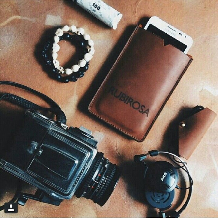 The leather phone sleeves for iPhone 6/6+ and Samsung Galaxy Note Series and the leather cable taco. Looking neat!