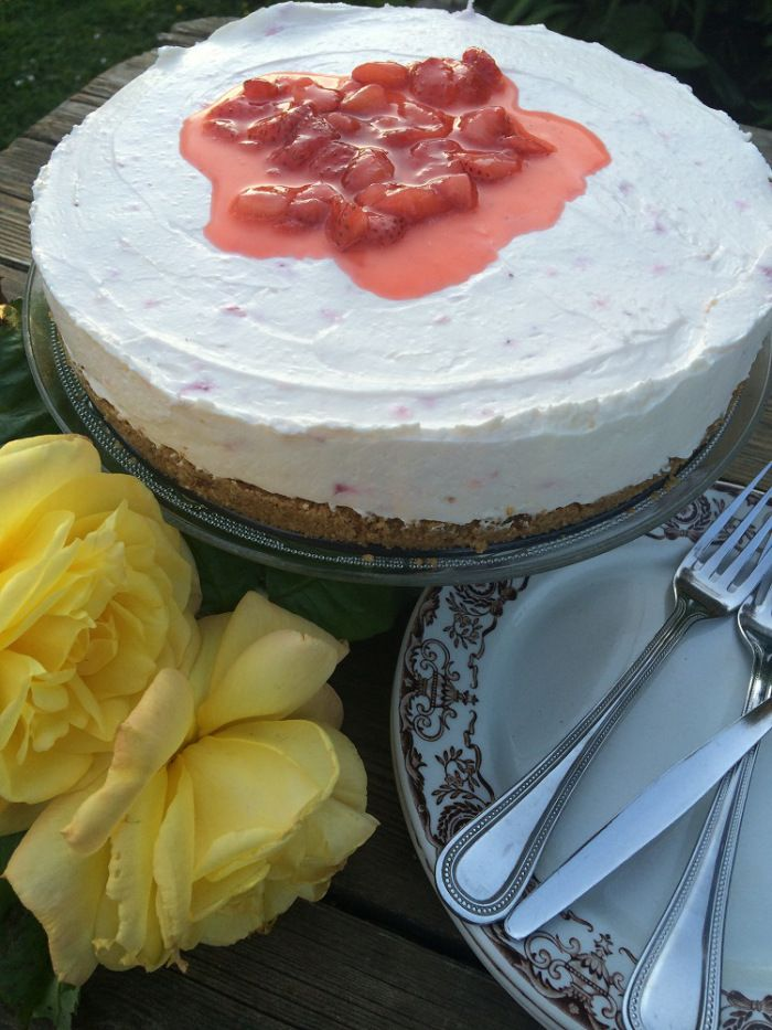 Celebrating National Strawberry week with cheesecake