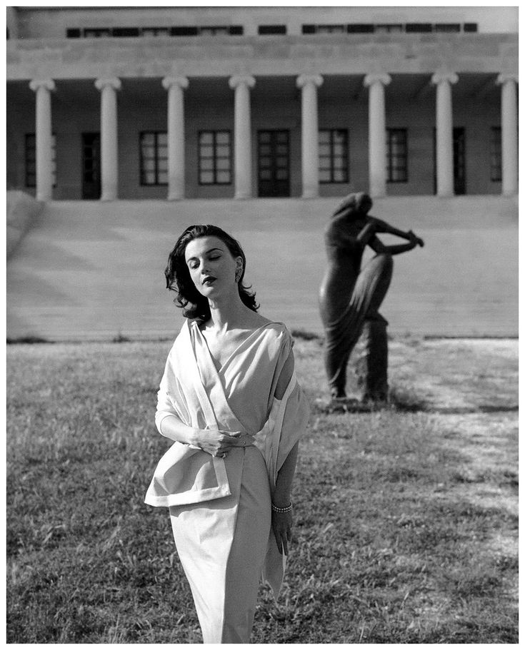 Georges Dambier - Maria Reachi in the castle of Diocletian, Yugoslavia 1955