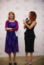 Ivonne Reyes con una de las expertas perfumistas que le han acompañado en el proceso de 3 años de elaboración de su primera fragancia, IR by Ivonne Reyes