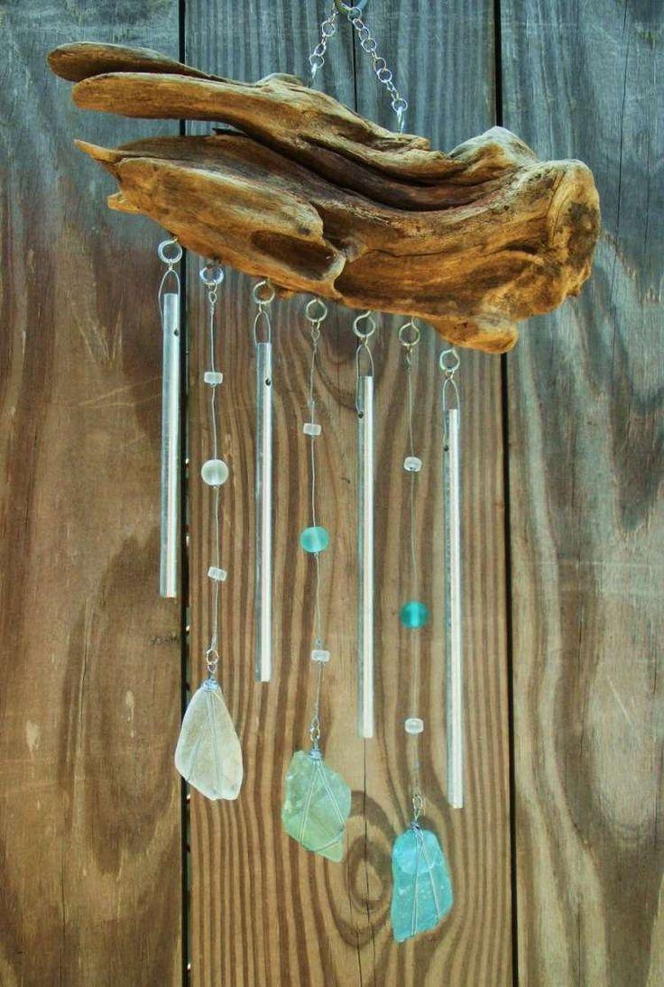 Windspiel aus Treibholz und polierte Glasstücke