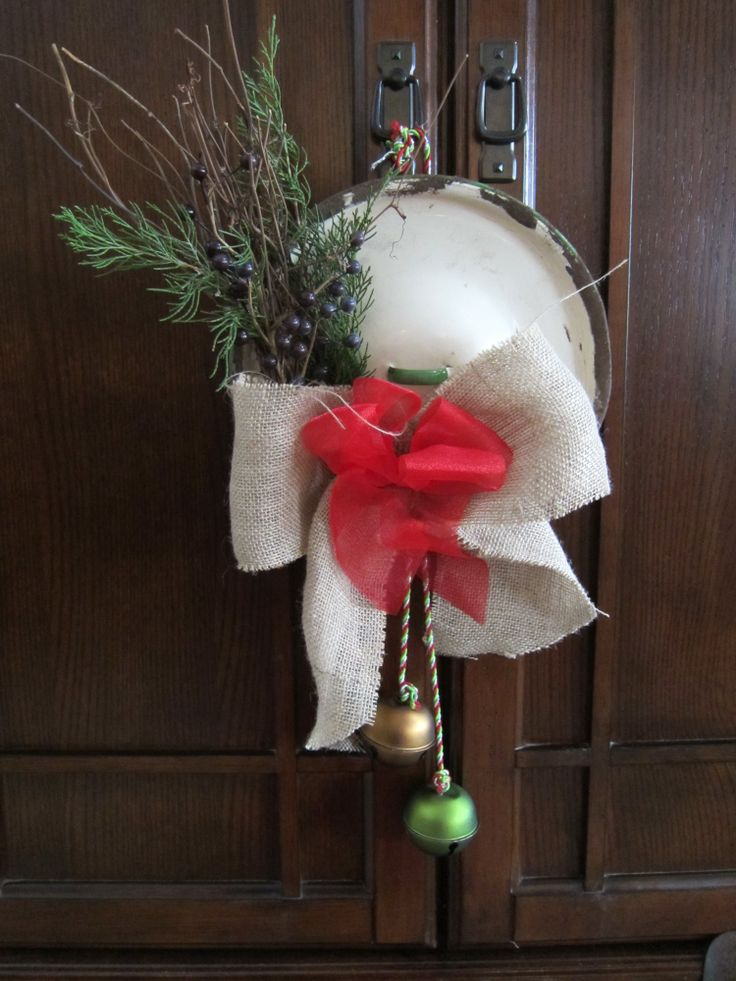 Repurposed junk , old enamelware lid | Christmas ideas ...