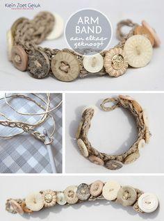 Bracelet with buttons - crochet a strap of hemp rope  ╭⊰✿Teresa Restegui http://www.pinterest.com/teretegui/✿⊱╮