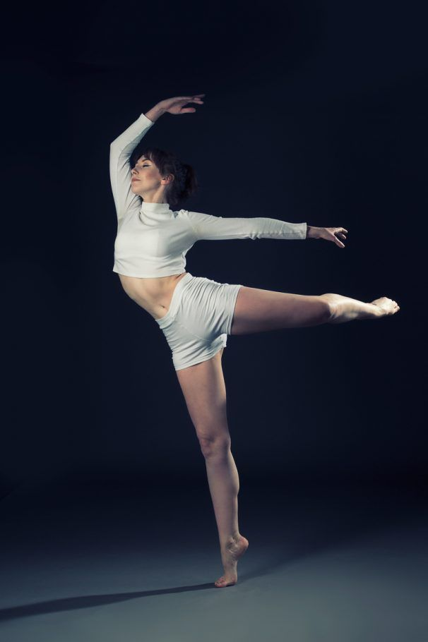 Freestyle Ballerina with the perfect splits, I used two soft boxes to create the Edge Lighting with a Grey background. I have asked my dancer to freestyle while I shot.