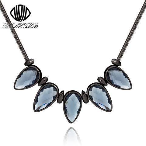 Mesmerizing Black Crystal Pendant Choker Necklace