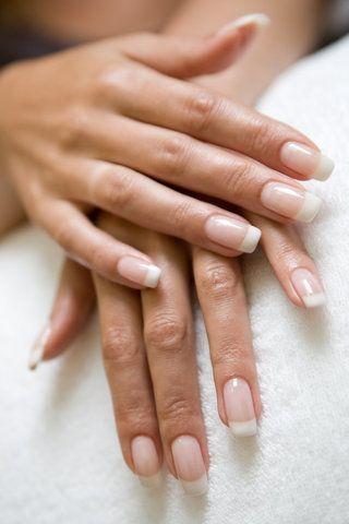 Perfekte Fingernägel sind ein absolutes Beauty-Must-Have. Wir zeigen Dir die besten Tipps für schöne Nägel!