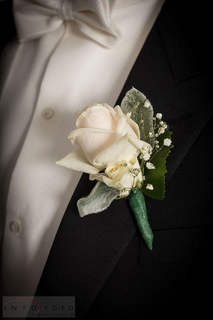 Knaphulsblomst #Bryllup #Wedding #Bryllupsfotograf #Intofoto #Bryllupsfoto #Bryllupsfotografering #Hillerød #Nordsjælland #Vielse #Knaphulsblomst